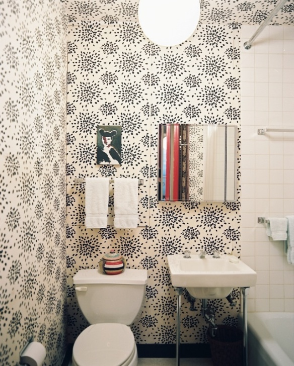 bold bathroom, wallpaper, fireworks wallpaper, decor, bathroom decor, interior decorating, powder room